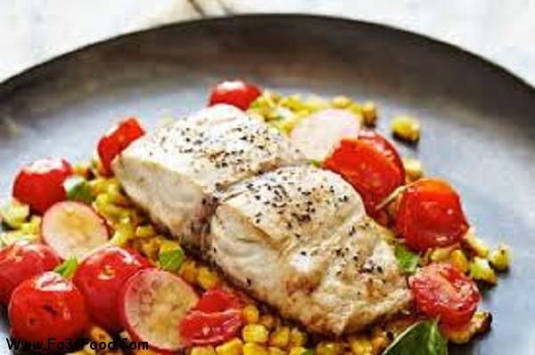خوراک ماهی با سالاد گوجه فرنگی