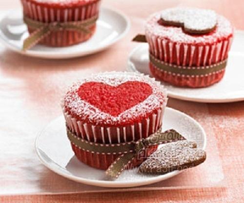 کیک فنجانی قلبی قرمز
