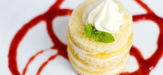 کیک اسفنجی با کرم لیمویی