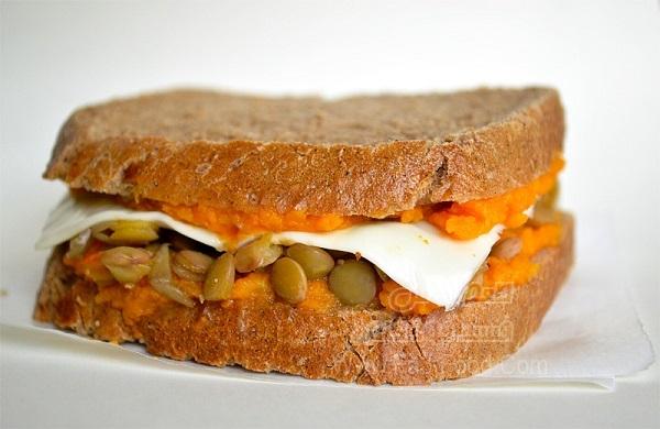 ساندویچ کدو و پنیر