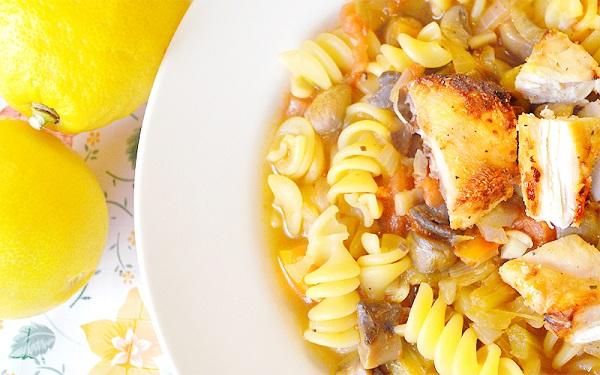 سوپ پاستا و مرغ گریل شده