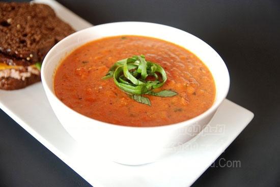 سوپ گوجه فرنگی با روغن ریحان