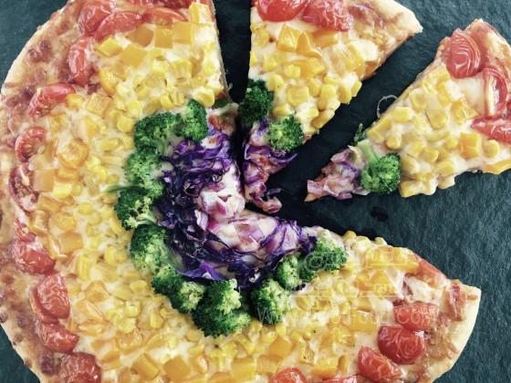 پیتزای سبزیجات رنگین کمانی