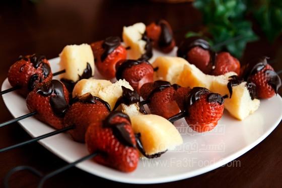 کباب توت فرنگی و کیک کوچک