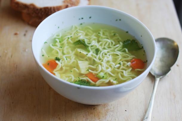 سوپ نودل و مرغ مخصوص