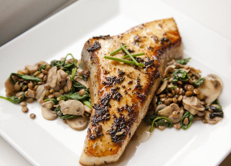 ماهی با قارچ و اسفناج لذیذ