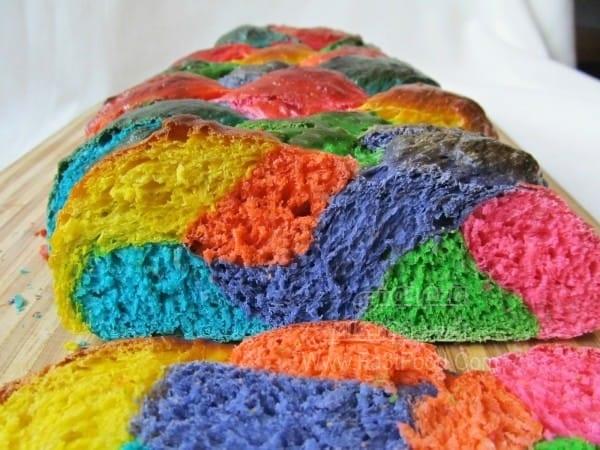 نان رنگین کمانی زیبا